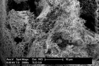Levná nanopěna účinně produkuje vodík z vody