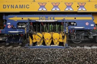 Swietelsky Rail CZ nasadil na opravu geometrické polohy koleje unikátní strojní linku Stopfexpress Dynamic