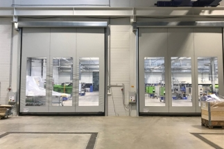Výrobu rychloběžných rolovacích vrat zahájila firma TOORS CZ v Novém Bydžově