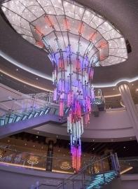 Instalace je plně programovatelná a nabízí asi tisícovku různých kombinací barev a jejich intenzity