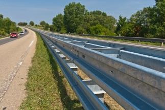 Svodidla z ostravské huti chrání řidiče na většině českých silnic