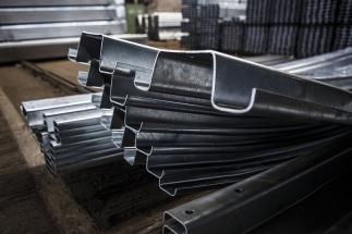 Svodidla z mikrolegované oceli mají vyšší pevnost a jsou odolnější a lehčí
