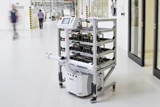 Transportní robot najednou přemístí až 130 kilogramů nákladu
