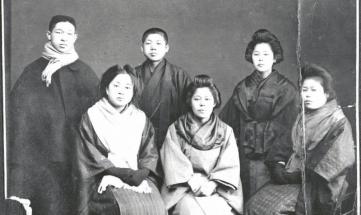 Kónosuke Macušita (první zleva) se svými prvními spolupracovníky krátce po založení firmy v roce 1918