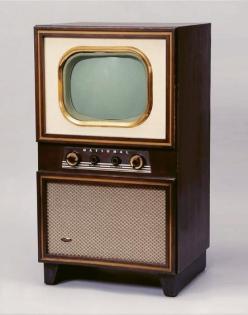 V roce 1952 firma Matsushita vyvinula vlastní černobílou televizi