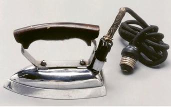 V roce 1927 uvedla firma na trh žehličku za tehdy bezkonkurenčně nízkou cenu 3,5 jenu