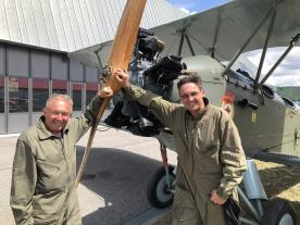 Po celou dobu přeletu byl doprovodným letounem historický dvouplošník Polikarpov Po-2 s pilotem Petrem Handlíkem (vpravo)