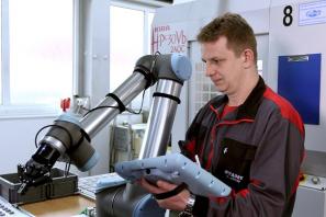Kolaborativní robot UR10