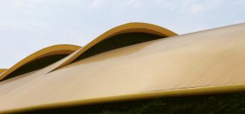 Vzduchové inlety na střeše plní rovněž funkci větrání