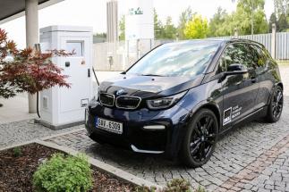 Češi vyvinuli unikátní rychlonabíječky pro elektromobily. Infrastrukturu dobíjecích stanic chtějí budovat celosvětově.