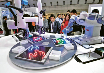 Společnosti ABB a Kawasaki Heavy Industries představily první společné operační rozhraní pro kolaborativní roboty