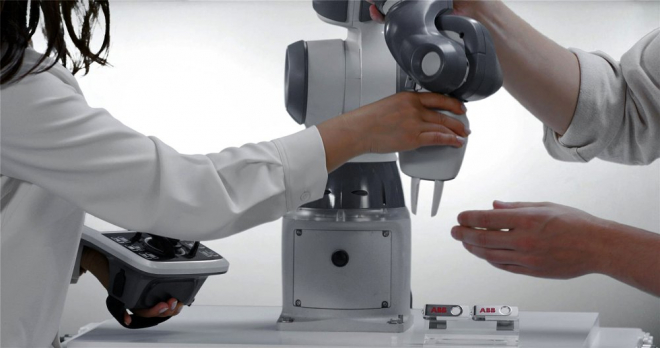 Jednoruký robot Yumi
