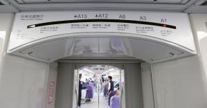 Informační systém v metru na letiště je velmi názorný
