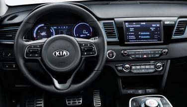 •Nová Kia e-Niro díky vysokokapacitní lithium-polymerové baterii 64 kWh nabízí jízdní dosah až 485 km na jedno nabití