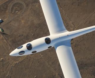 Detail přetlakové kabiny kluzáku Perlan 2. V novém letounu už se tedy nemusejí piloti tísnit navlečeni do (od NASA zapůjčených) skafandrů a mají pouze kyslíkové masky