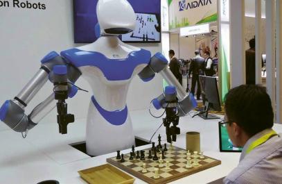 Tento robot s umělou inteligencí vyvinutý tchajwanskými inženýry má šachy jen jako své hobby. Může nalít kávu a přesunout figurky na šachovnici proti soupeři, ale hledá opravdovou práci