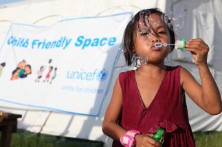 Ve 157 zemích světa pomáhá světová organi¬zace UNICEF stovkám miliónů dětí získat kva¬litní zdravotní péči, výživu, přístup do škol, a ochranu před týráním a vykořisťováním jaké¬hokoliv druhu.