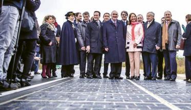 Otevírání solární silnice Tourouvre-au-Perche ve Francii v roce 2016