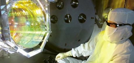Detektor LIGO je zařízení založené na požadavcích po přesnosti na hranici současného technologického vývoje