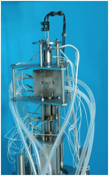 Trochoidální elektronový spektrometr, který slouží k výzkumu nízkoenergetických elektronových srážek