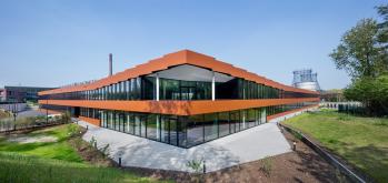 Nová budova RAG uhelného dolu Zollverein v Essenu je první stavbou inspirovanou přístupem C2C, která byla postavena v Německu – osazena je okny Schüco se Stříbrným certifikátem.