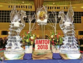 Technologie jsou jako strom, který roste do nebe. Symbolem letošního veletrhu JIMTOF byl strom z ledu, jehož rozpínající se větve představují trvalý růst technologií. Některé z nich s největší pravděpodobností zcela promění výrobu budoucnosti