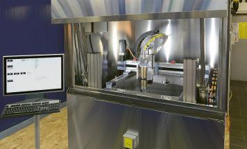 Zkušební pracoviště v IPT pro ověřování účinku laserového paprsku na různé druhy horniny