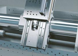 Obr. 2: Hydraulické vedení suportu stroje Monforts Multiturn RNC 400