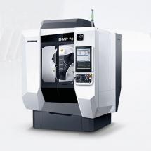 Se zástavbovou plochou 4,2 m² je nový DMP 70 výjimečně kompaktním výrobním strojem určeným pro aplikace v náročných průmyslových odvětvích.