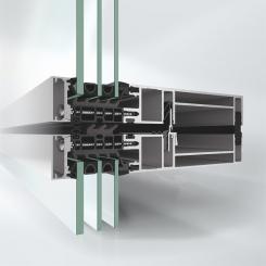 Fasáda Schüco UDC 80 SG působí zvenku velice impozantně díky velkorysému celoskleněnému vzhledu fasády; zevnitř vypadá jako klasická modulová fasáda s pohledovou šířkou pouhých 80 mm.