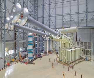 Transformátor pro vedení 1 110 kV v Číně, který postavila firma Siemens. Na místo určení putoval z Norimberku. Dalším dodavatelem (nejen) transformátorů pro projekt byla i firma ABB /Foto: Siemens/