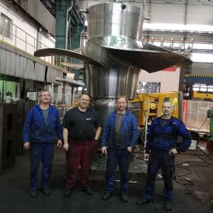 Montáž i předepsané zkoušky byly dokončeny v požadovaném termínu a kvalitě a v současné době už probíhají v elektrárně závěrečné práce spojené s montáží celého soustrojí Kaplanovy turbíny.