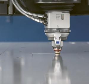 Řezání dusíkem s pevnolátkovým laserem v rekordní rychlosti: navýšení rychlosti posuvu materiálu až o 100 % a snížení spotřeby dusíku až o 70 %