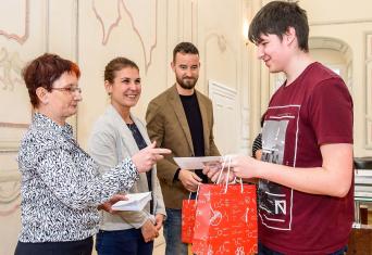 Unipetrol udělil stipendia 26 nadaným studentům chemie v Meziboří u Litvínova