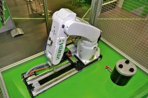 Polohovací dráhy HIWIN přidávají průmyslovým robotům sedmou osu