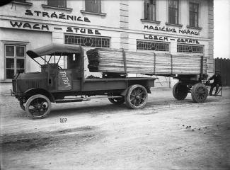 Značka TATRA se poprvé objevila na nákladních vozech typu TL 4
