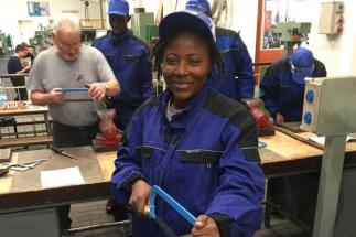 Mezi 24 techniky z Burkiny Faso, které nyní školí Univerzita Pardubice, je jediná žena. Ta je zároveň jejich velitelkou