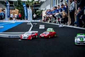 Závodní auta v akci