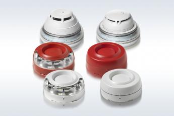 Výstražná zařízení odpovídají normám ČSN EN 54-3, ČSN EN54-23 a ČSN EN54-17