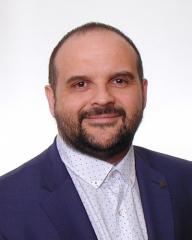 Zdeněk Toman vystudoval obor elektrotechnika a informatika Univerzity Pardubice. V Konica Minolta, kde působí od roku 2015, prošel pozicemi Key Account nebo GMA manažera. Předtím zastával různé manažerské funkce ve vedení obchodu společností T-Mobile nebo Telefonica.
