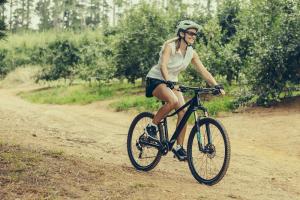 Se speciální geometrií rámu a novými barvami je horské kolo MTB LADY střiženo přesně na míru požadavkům cyklistek.