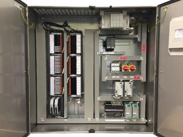 Obrázek 2: Příklad řešení s montáží do rozvodné skříně, kdy jsou komponenty kompaktně sestaveny a chráněny před vnějšími vlivy