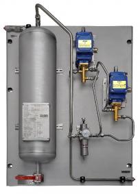 Obrázek 3: Řešení montované na nerezový panel odpovídající specifikacím jaderného průmyslu. Na panelu se nachází elektromagnetické ventily, filtrregulátor a vzduchový zásobník v provedení zabezpečeném proti selhání