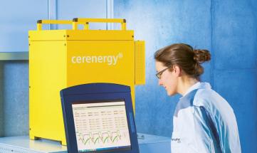 """Vysokoteplotní sodíko-sírové keramické baterie """"cerenergy"""", které v Düsseldorfu představil Fraunhoferův institut s výkony po 5 kW s energickou kapacitou 130 W/kg,"""