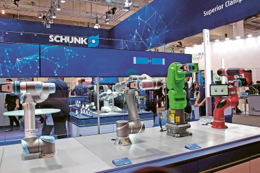 Německá společnost Schunk se opět prezentovala širokou škálou uchopovacích zařízení