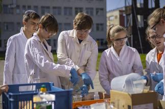 Ve finále chemické soutěže pro děti z Mělnicka v neratovické Spolaně zvítězili žáci z Neratovic