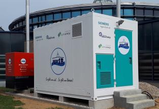 Technologie jsou uloženy do kompaktního kontejneru o rozměrech 4,5 × 2,7 m a hmotnosti přibližně 10 tun