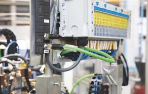 Pomocí přípojek ventilových ostrůvků Cube67 (vícepólové konektory) je možné ovládat ventily jednoduchým způsobem přímo na místě.