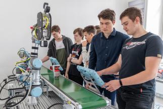 Robotické učebny vytvářejí systém vhodných technických podmínek pro výchovu vysoce kvalifikovaných absolventů škol