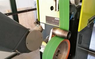 Testy na pásové brusce od Ferrobotics